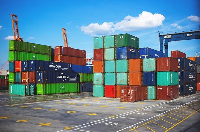 法人が商品等を輸入したときにかかる  税金の種類と処理方法